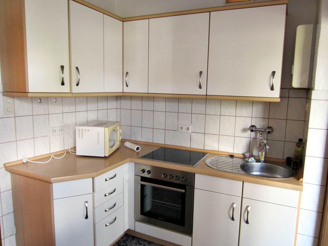 Moderne Einbauküche weiss mit E-Geräten | Trödel Oase ...