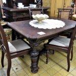 Wunderschöne Gründerzeitmöbel Tisch mit 4 Stühlen