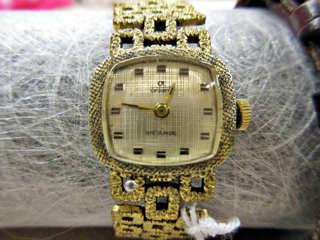 Armbanduhr golden
