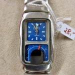 Armbanduhr modern silbern