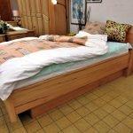 Trendiges Bett seitlich