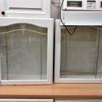 Einbauküche Landhaus weiss Hängeschränke Glas