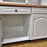 Einbauküche Landhaus weiss Unterschränke