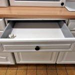 Einbauküche Landhaus weiss Schublade