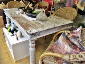 Essgruppe Shabby Tisch mit Korbstühlen