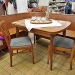 Eckbank mit Tisch und Stühlen retro