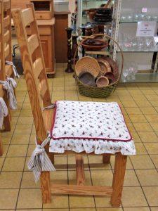 Weichholzmöbel Tisch mit Stühlen