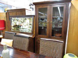 Möbel Kolonialstil Tisch Stühle Vitrinenschrank Sideboard