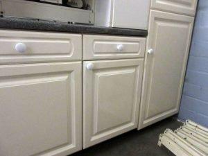 Einbauküche Landhaus cremeweiss
