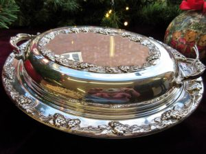 Servierplatte mit Deckel Silber