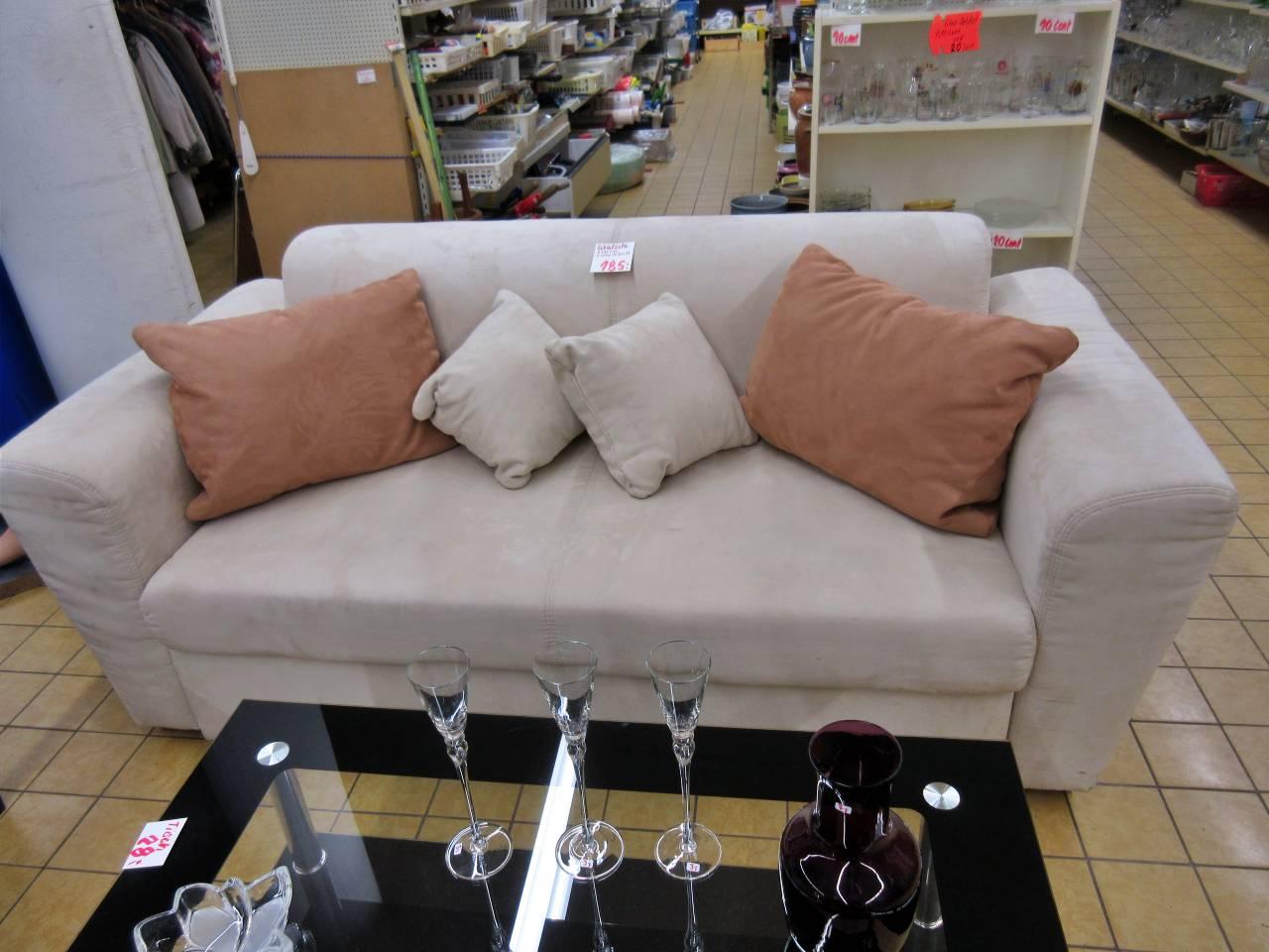 Couch Velourlederoptik hell