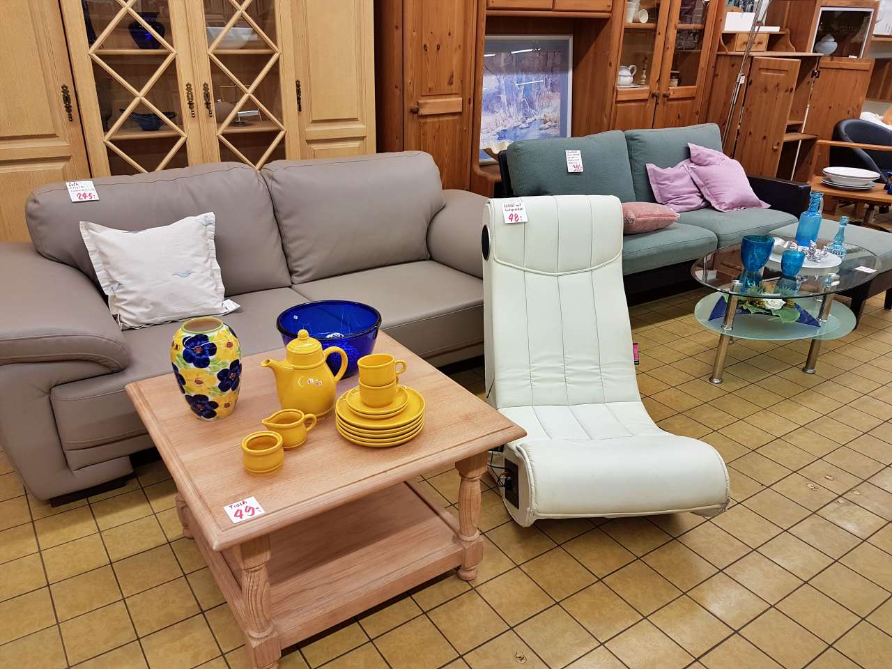 Wohnmöbel Sofa Couch Soundsessel Tisch Kommode Schrank