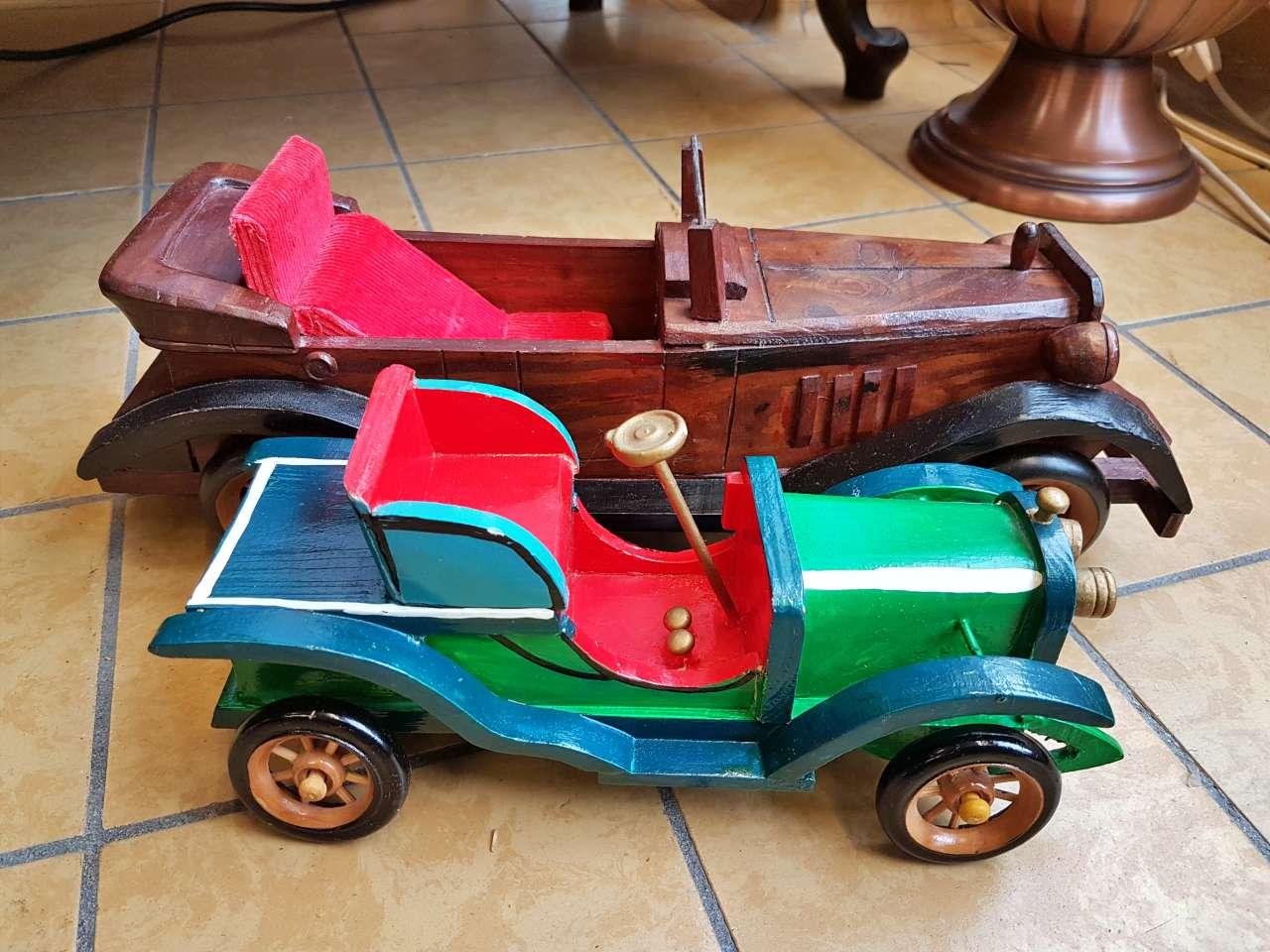 Dekoration Oldtimer-Modelle Holz