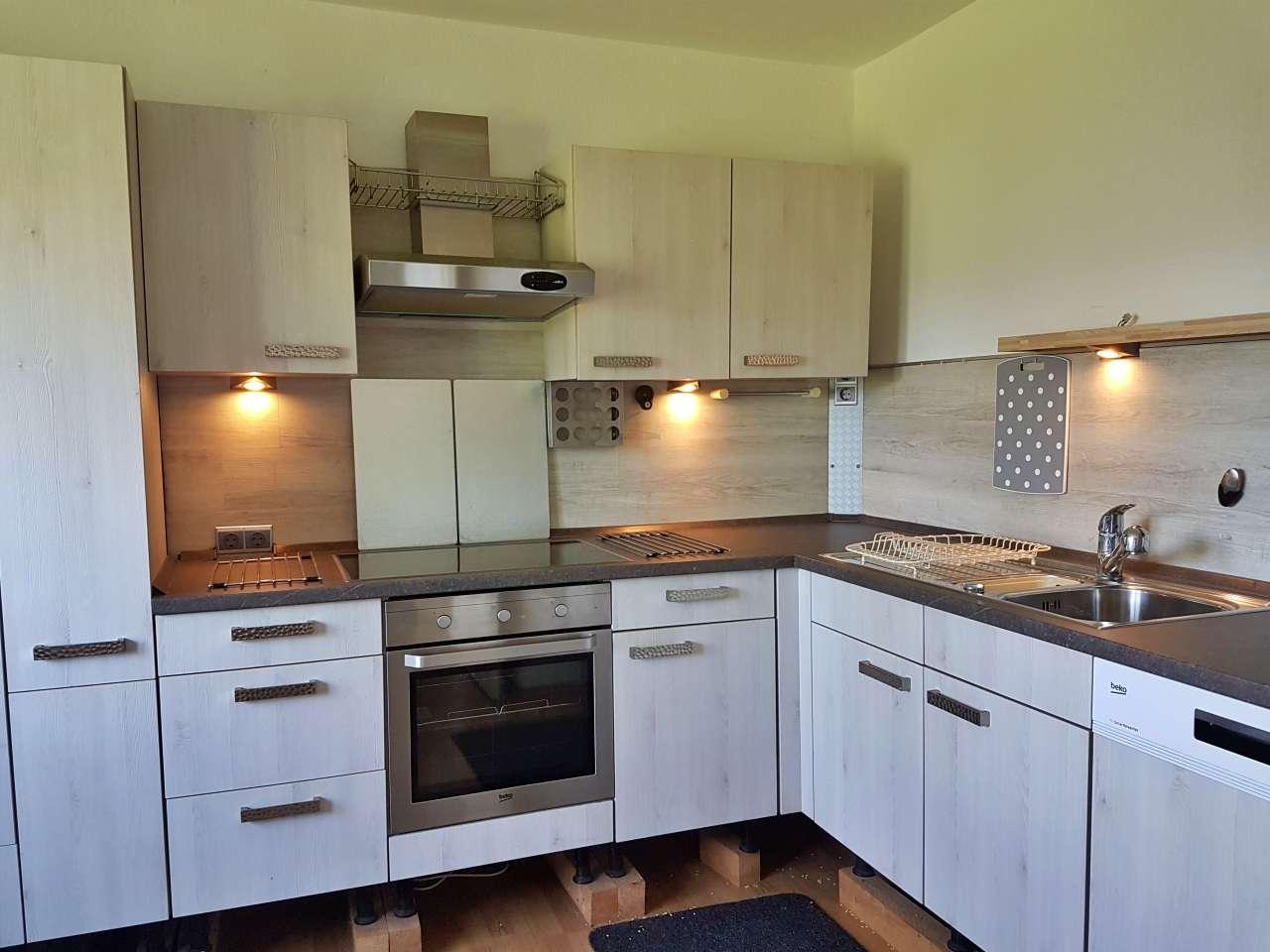 Einbauküche mit Elektrogeräten Einbauküche mit Elektrogeräten hellgrau