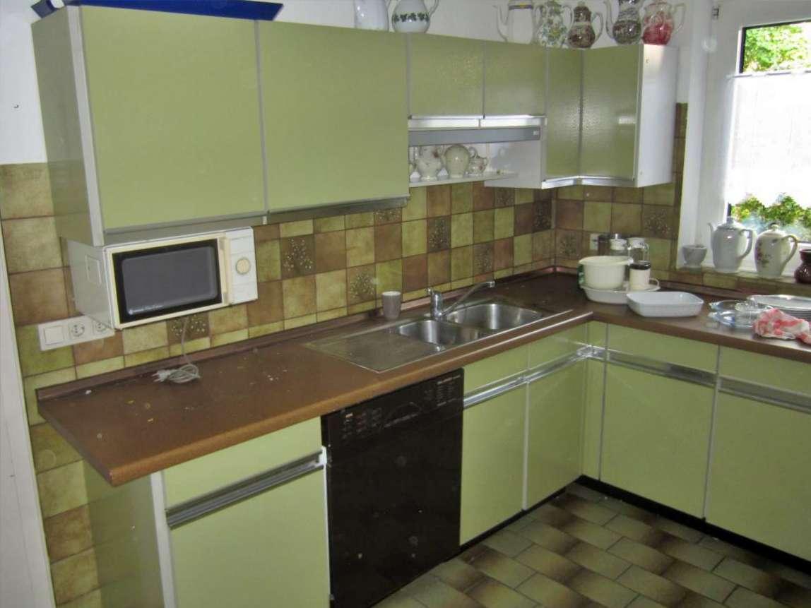 Einbauküche mit Elektrogeräten retro grün