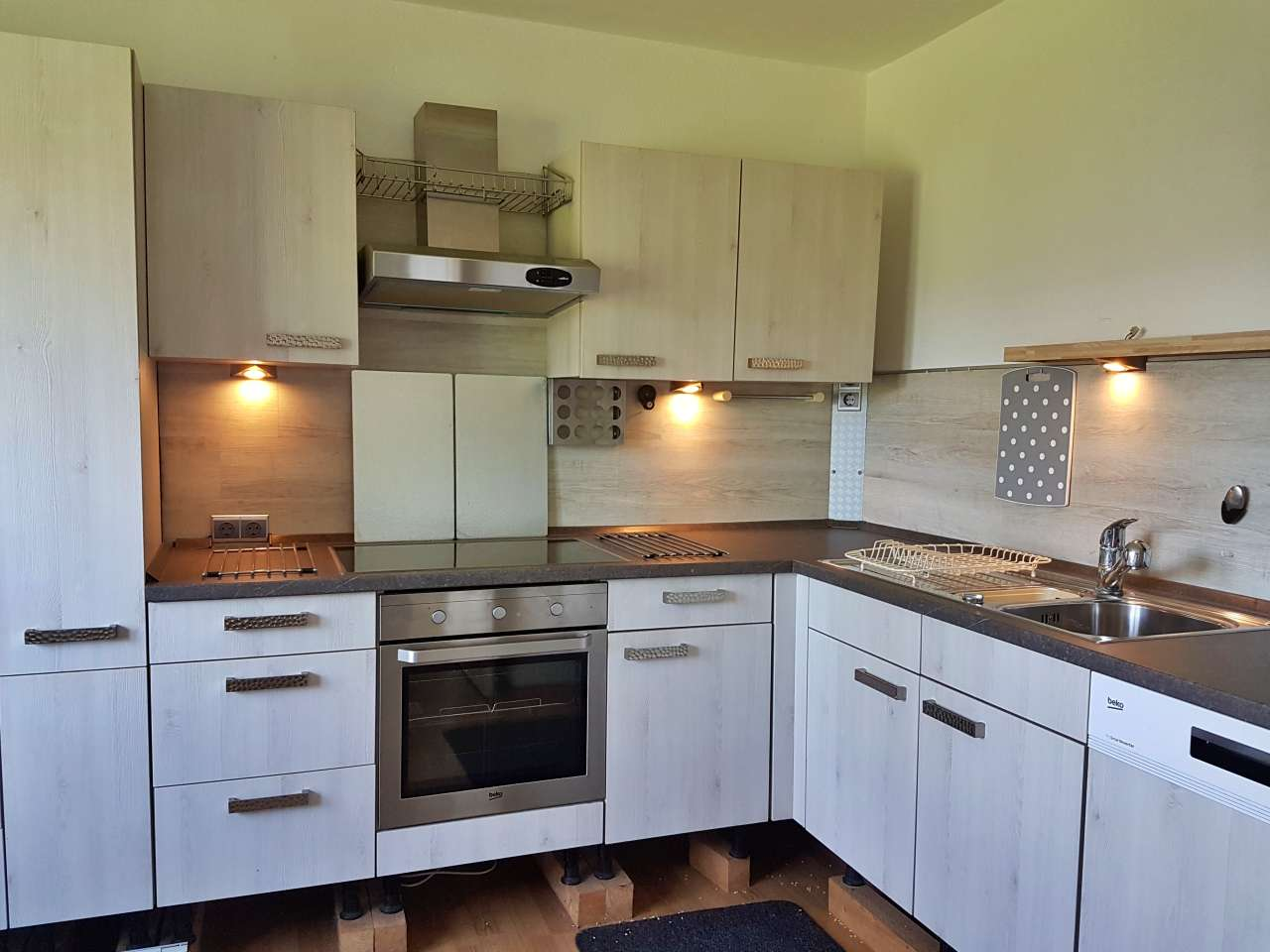 Einbauküche Küche L-Form mit E-Geräten