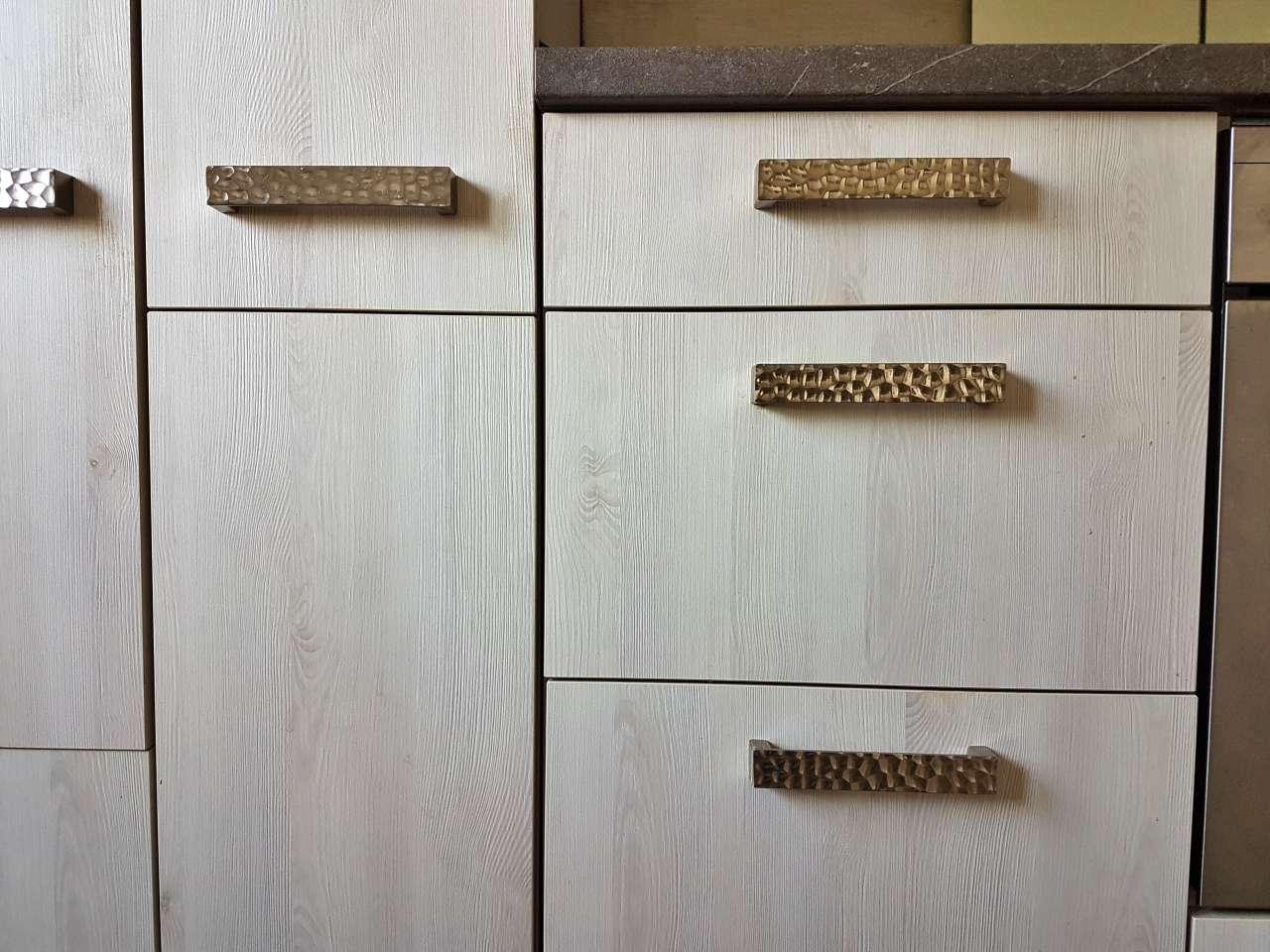 Einbauküche Küche L-Form mit E-Geräten Schrankgriffe