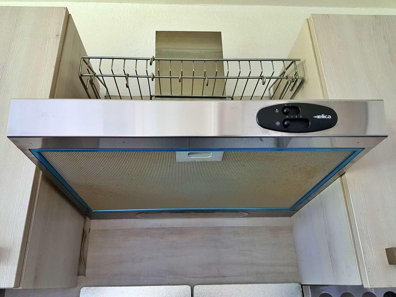 Einbauküche Küche L-Form mit E-Geräten Dunstabzug