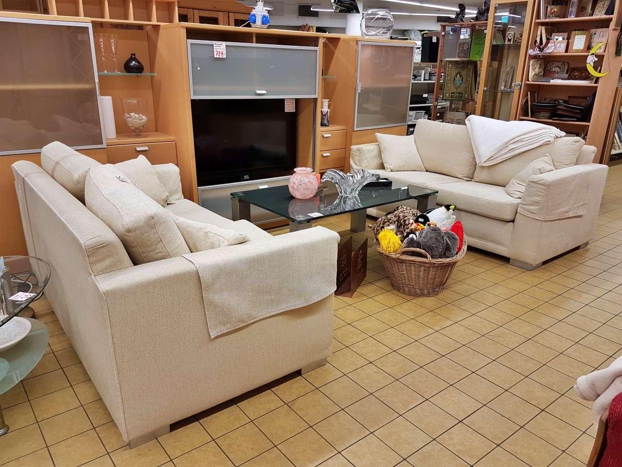 Möbel Einrichtung Sofa Couch 2-Sitzer Stoff hell
