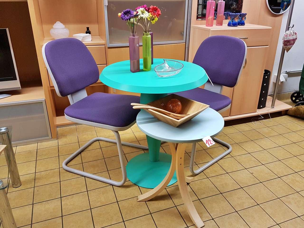 Sitzgruppe Tisch mit Stühleb retro