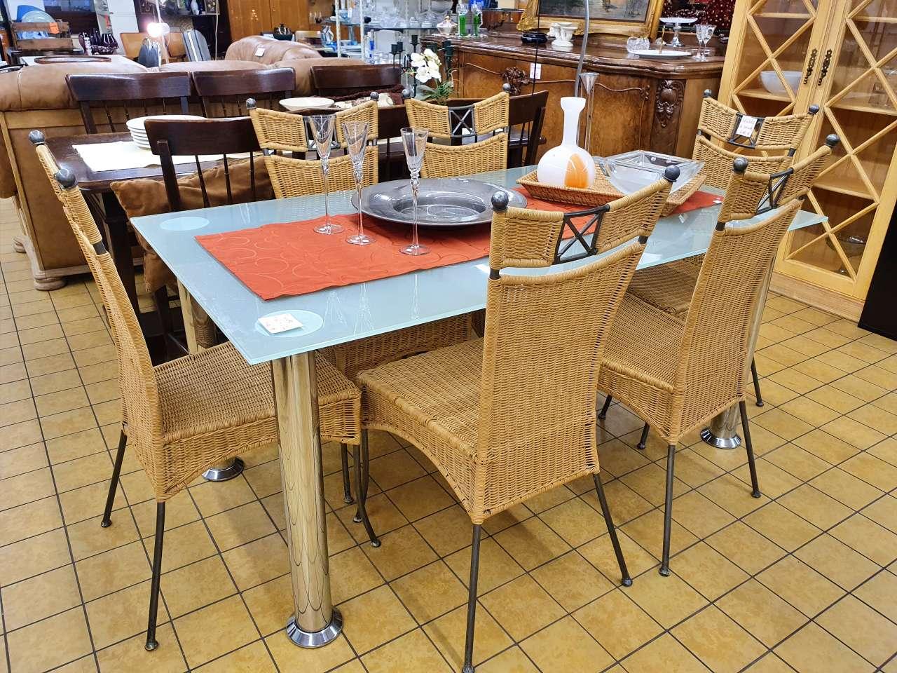 Essgruppe Glastisch mit Korbstühlen